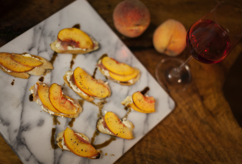 peach+prosciutto+crostini_recipe-2